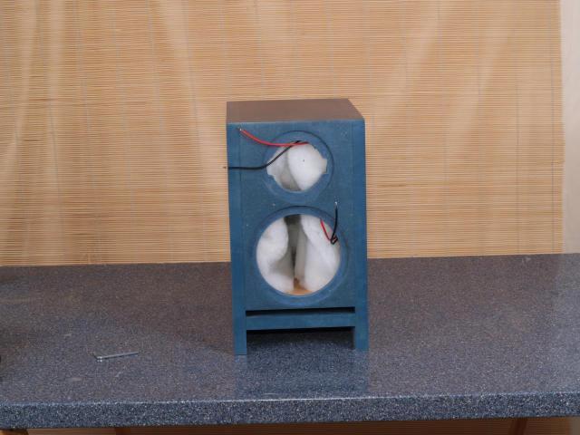 Ein Beutel (zwei Matten) Sonofil wird locker in der ganzen Box verteilt.