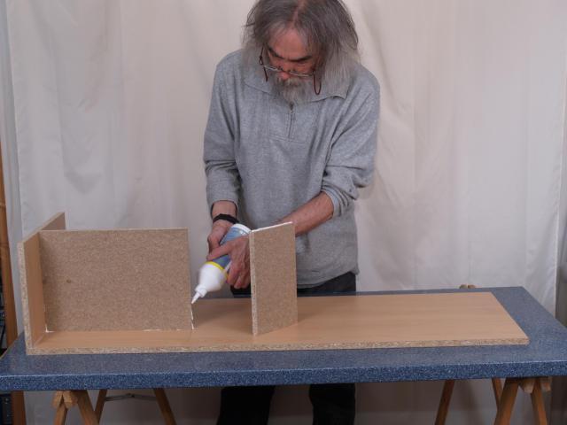 Holz und Leim, mehr braucht der Boxenbauer erst einmal nicht