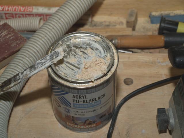 Aus Leim und Holzfasern, die vom Fräsen übrig waren, mischte ich mir eine Holz-Leim-Masse an, ...
