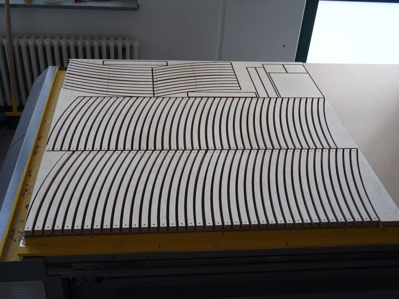 Seitenstreben auf der CNC-Fräse
